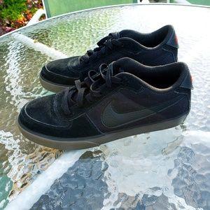 🌼Men's Nike Lace up Tennis Shoes Size 10.5